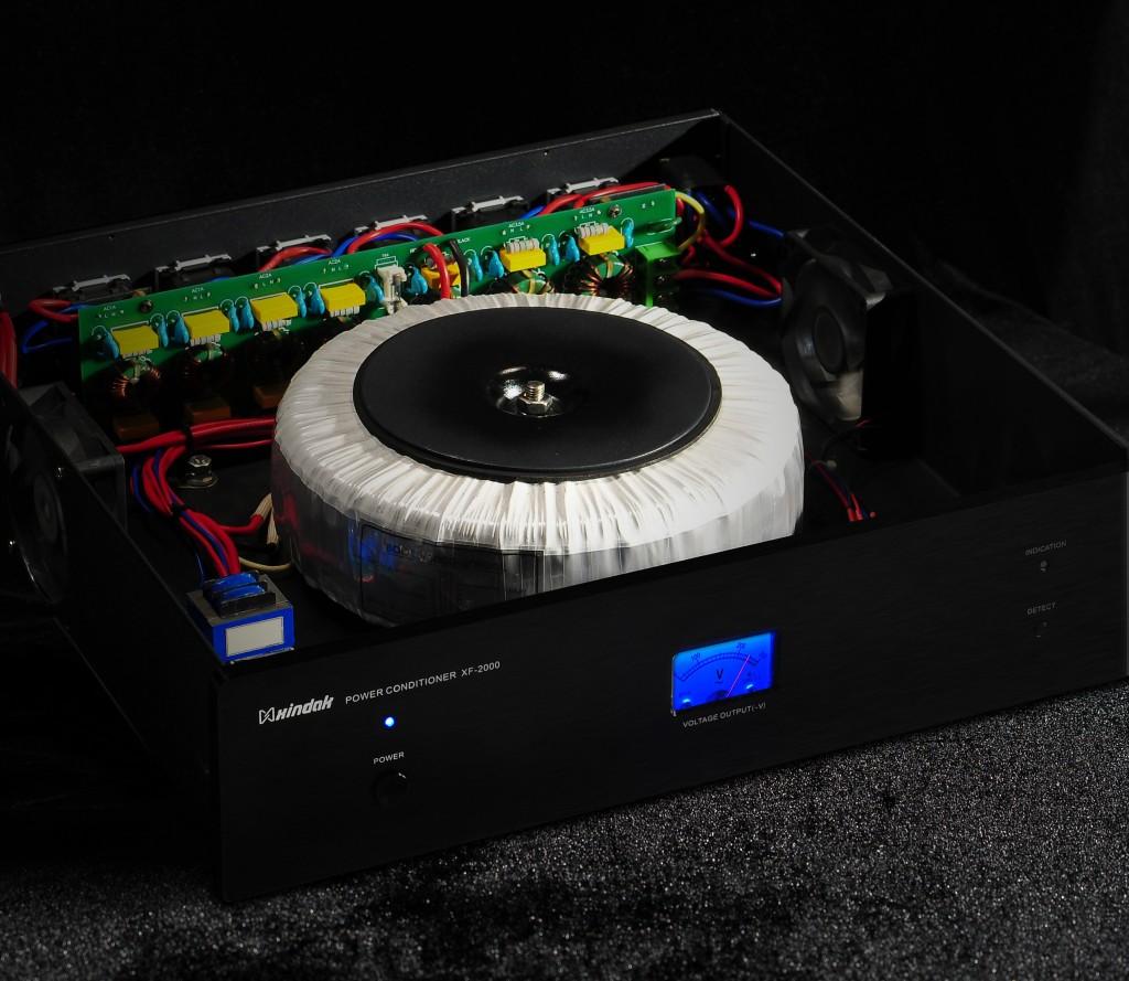 XINDAK XF-2000E-1200 CONDIZIONATORE DI RETE 1200 WATT